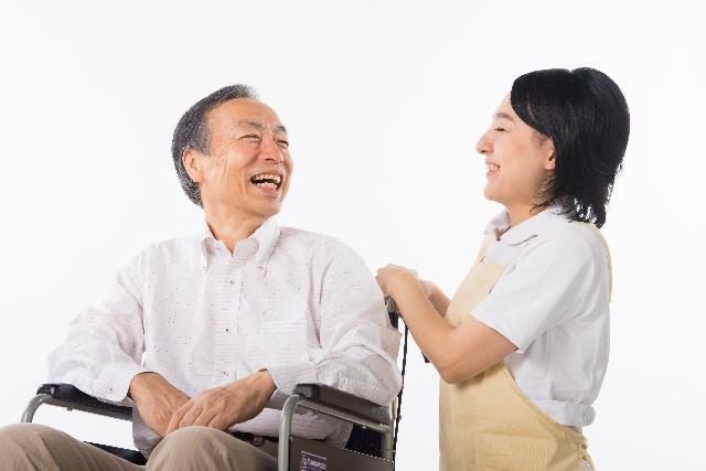 車椅子に乗った男性と看護師24|写真素材なら「写真AC」無料(フリー)ダウンロードOK