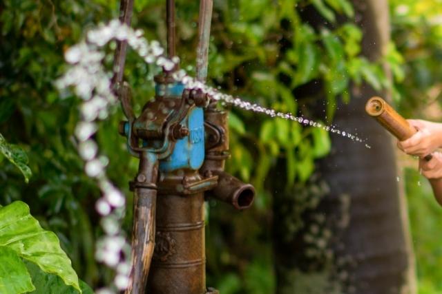 水鉄砲|写真素材なら「写真AC」無料(フリー)ダウンロードOK
