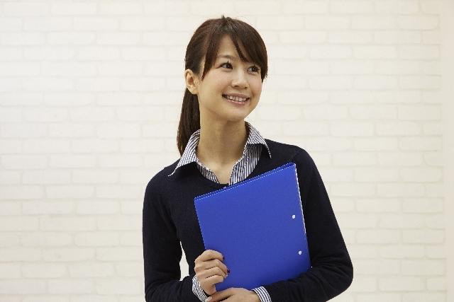 ファイルを持つ日本人OL34|写真素材なら「写真AC」無料(フリー)ダウンロードOK