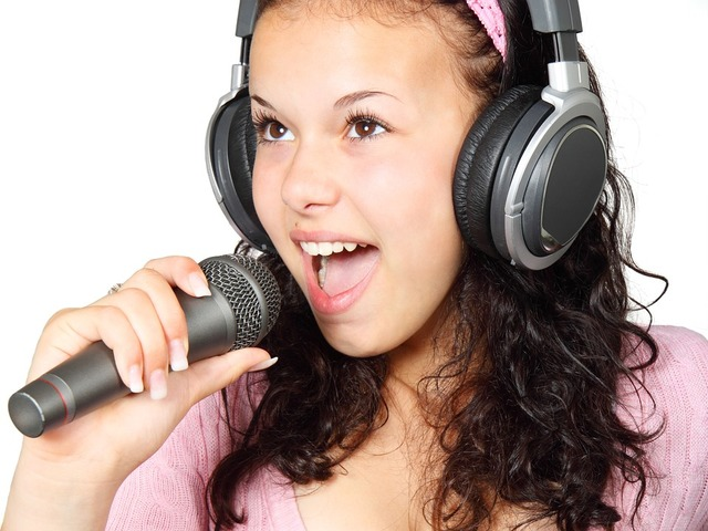 無料の写真: 女の子, 保持, カラオケ, マイク, 音楽, 歌手, 歌, 星 - Pixabayの無料画像 - 15754