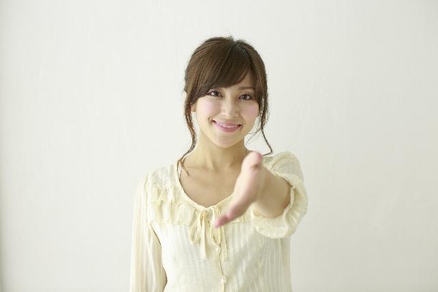 握手を求める女性1|写真素材なら「写真AC」無料(フリー)ダウンロードOK