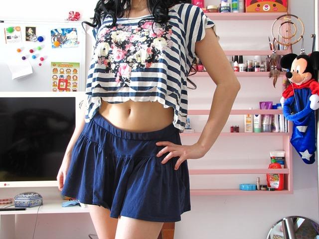 無料の写真: かわいい, 女の子, スカート, 脚, 黒い髪, 髪, 巻き毛, 甘い - Pixabayの無料画像 - 955786