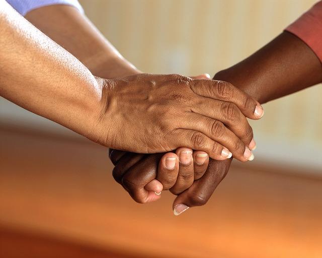 無料の写真: 握りしめた手, 快適さ, 手, 人, 大人, お友達と, 通信, 保証 - Pixabayの無料画像 - 541849