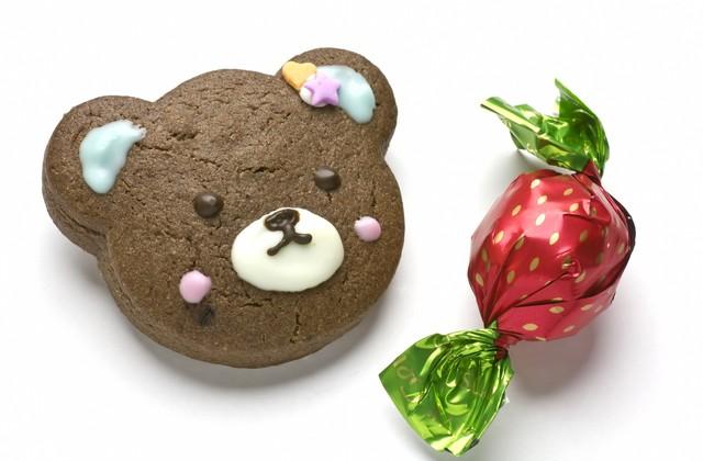 バレンタイン用クマのクッキーとチョコレート|フリー写真素材・無料ダウンロード-ぱくたそ