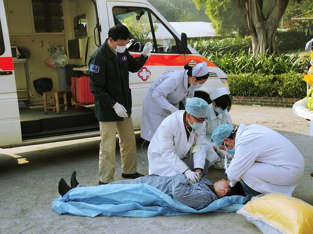無料の写真: 医学的な緊急事態, 緊急救急車, 消防訓練 - Pixabayの無料画像 - 1057706