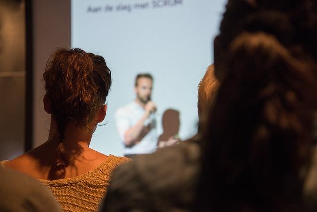 無料の写真: 話す, プレゼンテーション, 男, 人, 会議, ビジネス, オフィス - Pixabayの無料画像 - 1453068