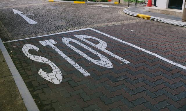 STOPの道路表示|フリー写真素材・無料ダウンロード-ぱくたそ