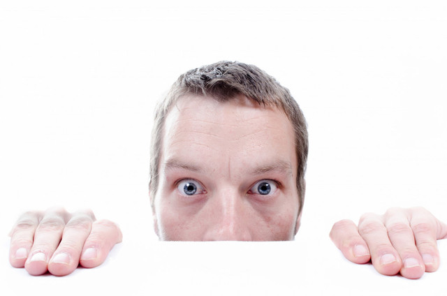 [フリー画像素材] 人物, 男性, 見る / 覗く, 驚く, 外国人男性 ID:201311211200 - GATAG|フリー画像・写真素材集 4.0