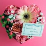 母の日にオススメの花ギフトは?花以外のプレゼントも紹介します