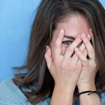 もしかして恥ずかしがり屋。恥ずかしがり屋の特徴と対処方法