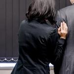 「社内恋愛のアプローチはさりげなく。職場恋愛を成就する想いの伝え方」
