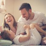 「共働き、子供への影響。夫婦共働きによるメリットとデメリット」
