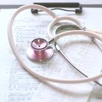 すごく緊張する…新人看護師が迷う報告の仕方とは