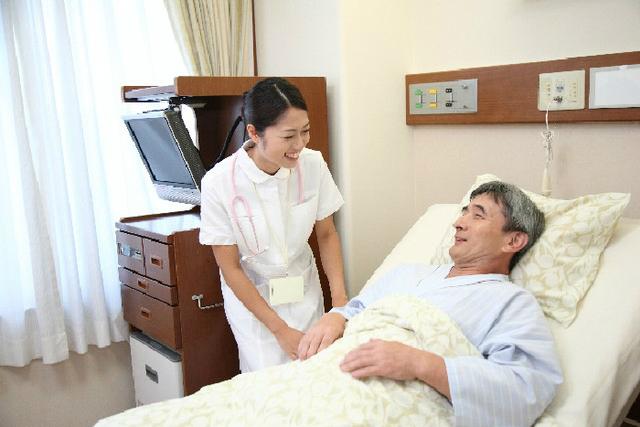 看護師の明るい笑顔に患者さんは癒されます