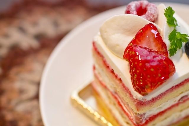四角い苺のショートケーキ|フリー写真素材・無料ダウンロード-ぱくたそ