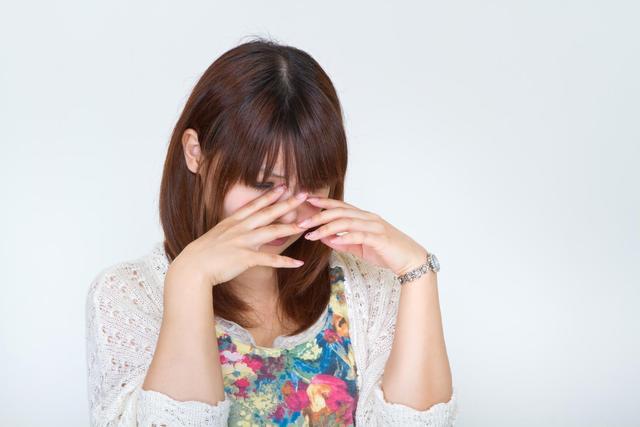 悲しくて泣き出す女性|フリー写真素材・無料ダウンロード-ぱくたそ