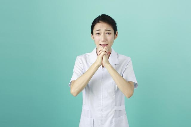 白衣の女性92 写真素材なら「写真AC」無料(フリー)ダウンロードOK