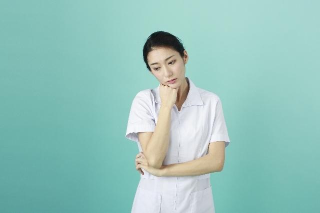 白衣の女性100|写真素材なら「写真AC」無料(フリー)ダウンロードOK