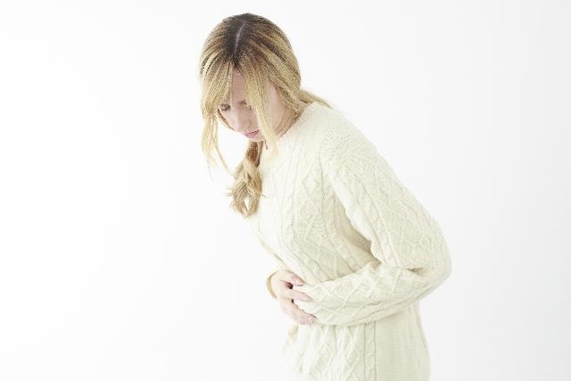 お腹を押さえる女性3|写真素材なら「写真AC」無料(フリー)ダウンロードOK