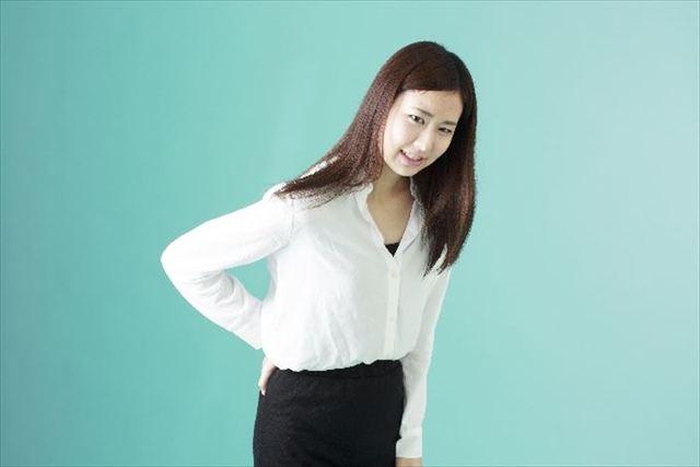 腰が痛い女性 写真素材なら「写真AC」無料(フリー)ダウンロードOK