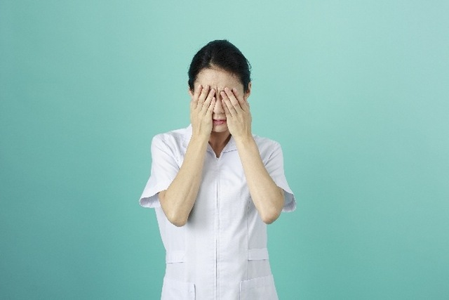 白衣の女性23|写真素材なら「写真AC」無料(フリー)ダウンロードOK