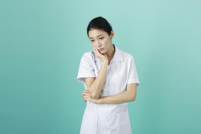 白衣の女性102|写真素材なら「写真AC」無料(フリー)ダウンロードOK