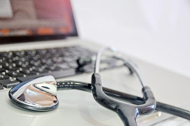 パソコンと聴診器|写真素材なら「写真AC」無料(フリー)ダウンロードOK