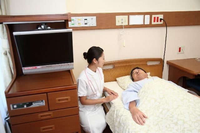 看護師と男性の患者2|写真素材なら「写真AC」無料(フリー)ダウンロードOK
