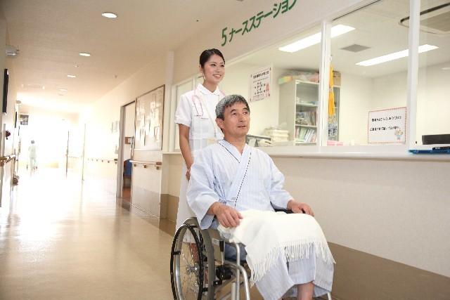 看護師と車椅子の男性4|写真素材なら「写真AC」無料(フリー)ダウンロードOK