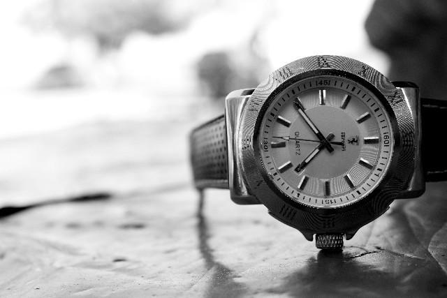 白黒 腕時計|写真素材なら「写真AC」無料(フリー)ダウンロードOK