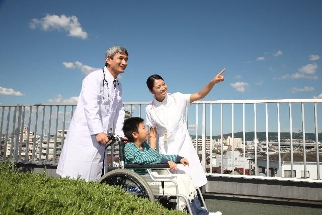 医師と看護師と患者10|写真素材なら「写真AC」無料(フリー)ダウンロードOK