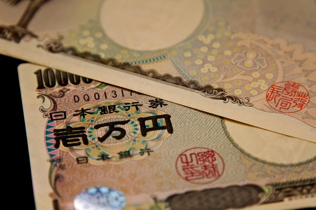 重ねられた壱万円札(2枚)|フリー写真素材・無料ダウンロード-ぱくたそ