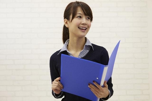 ファイルを持つ日本人OL40|写真素材なら「写真AC」無料(フリー)ダウンロードOK