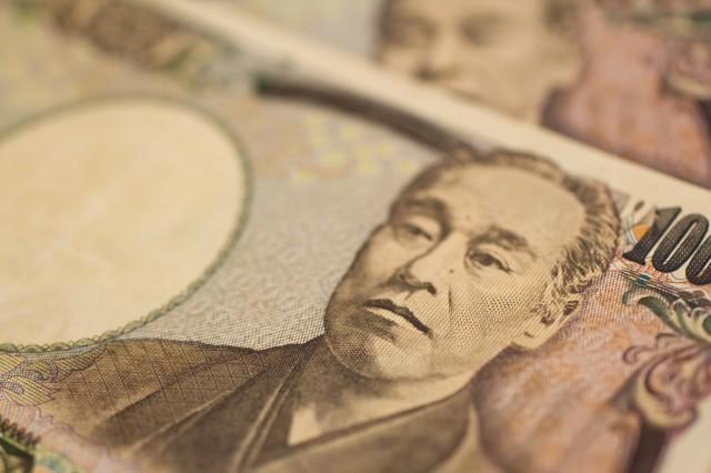 重ねた壱萬円札|フリー写真素材・無料ダウンロード-ぱくたそ