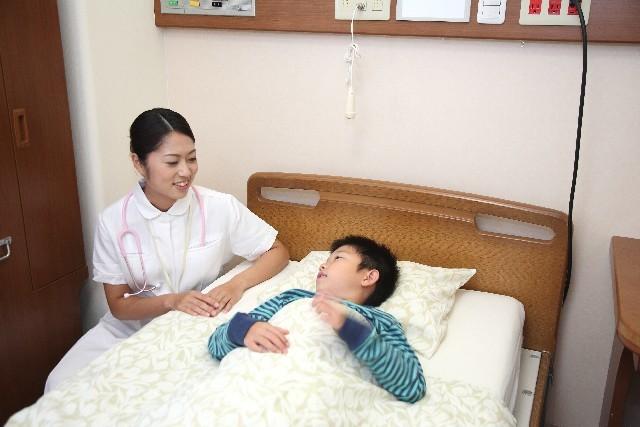 看護師と子供の患者5|写真素材なら「写真AC」無料(フリー)ダウンロードOK