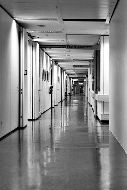 無料の写真: 病院, 病院の廊下, 長い廊下, 黒と白 - Pixabayの無料画像 - 921034