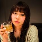 脳が萎縮!?お酒を飲み過ぎると認知症リスクが上がるって本当?
