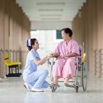 あなたはパンツ派?スカート派?看護師が白衣を選ぶポイントとは