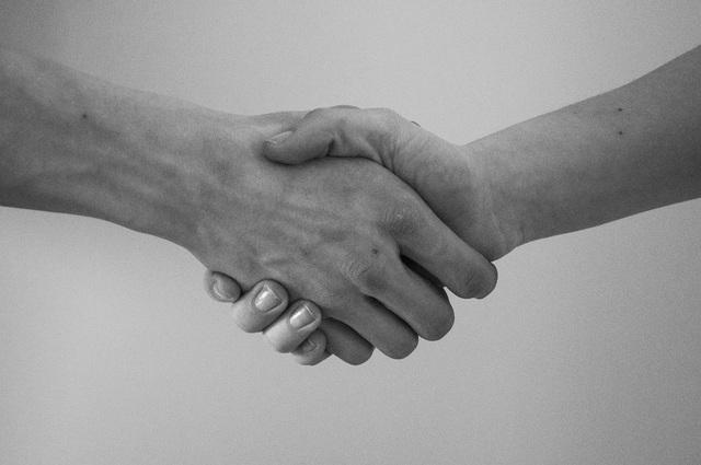 無料の写真: 手, ご挨拶, 契約, 左手で握手 - Pixabayの無料画像 - 819279