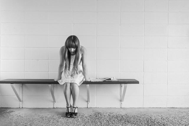 無料の写真: 心配している女の子, 女性, 待っています, 座っている, 思考 - Pixabayの無料画像 - 413690