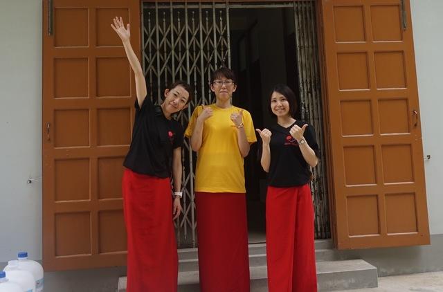 ミャンマーの看護師の制服を着て医療体験