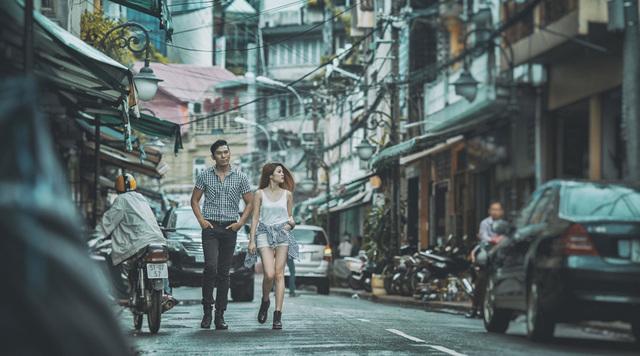 [フリー画像素材] 人物, カップル / 夫婦 / 恋人, 人と風景, 街角 / 通り ID:201503180700 - GATAG|フリー画像・写真素材集 4.0
