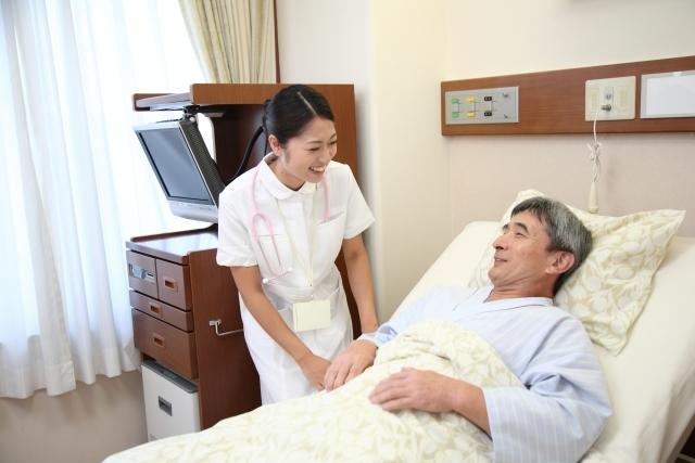 看護師と男性の患者6