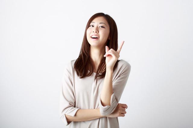 [フリー写真] 良いアイデアが浮かぶ日本人女性 -  パブリックドメインQ:著作権フリー画像素材集