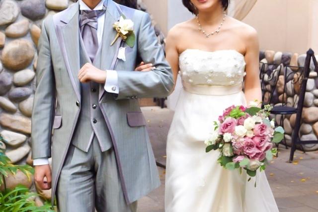 結婚式 新郎新婦 腕組み 写真素材なら「写真AC」無料(フリー)ダウンロードOK